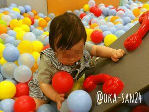 ボーネルンド キドキド ボールプールで遊ぶ息子